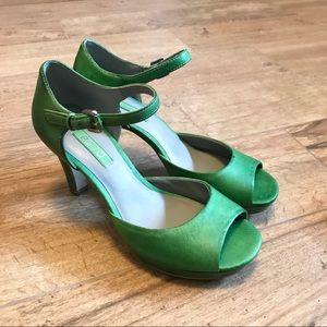 Ecco fabulous bright green leather heels